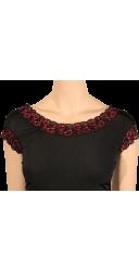 Robe noir et rouge, près du corps